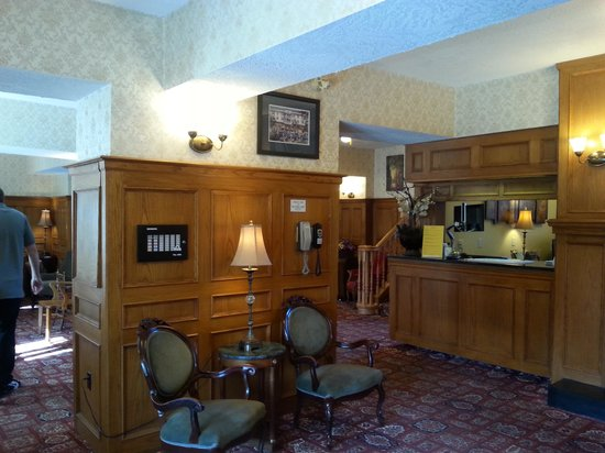 James Bay Inn Hotel, Suites & Cottage: another lobby photo