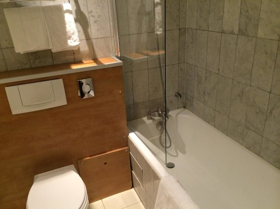 Best Western Hotel Ronceray Opera : Bath tub