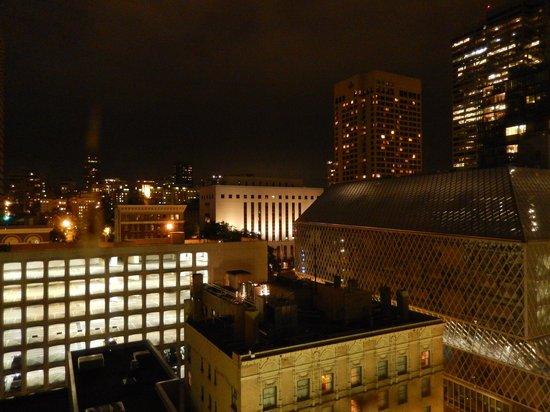 Kimpton Hotel Monaco Seattle : view by night
