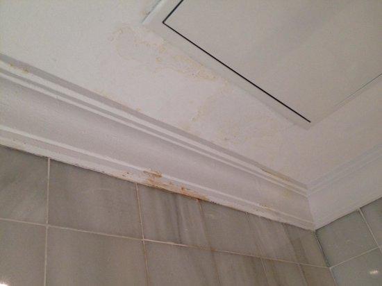 Sol Guadalmar: Les traces sur les murs 3, la salle de bains
