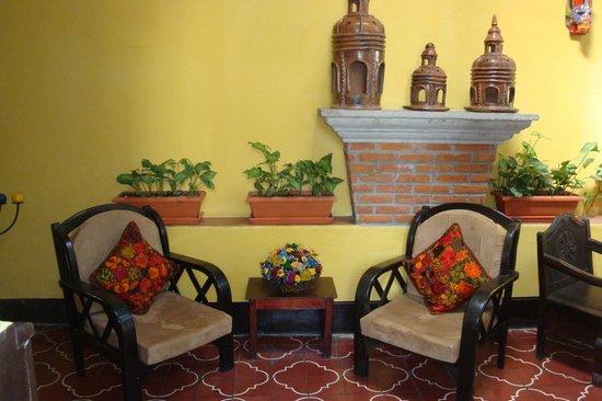 Hotel Las Camelias Inn : Hotel reception area