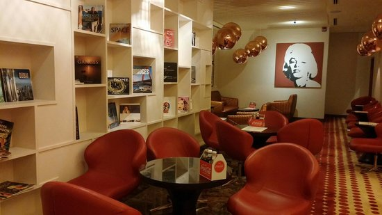 Sheraton Dubai Mall of the Emirates Hotel: The Coffe shop