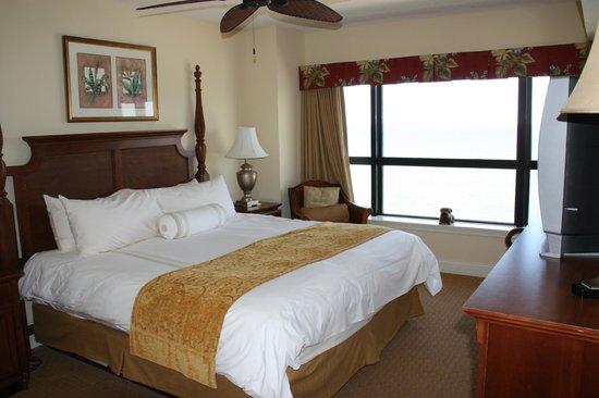 Island Vista: Master Bedroom