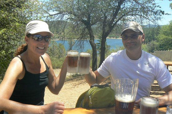 Lynx Lake Store Cafe: Cheers to the beautiful view at Lynx Lake Cafe