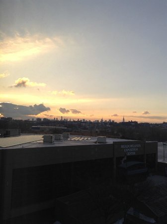 Embassy Suites by Hilton Secaucus - Meadowlands: Sunrise over NYC