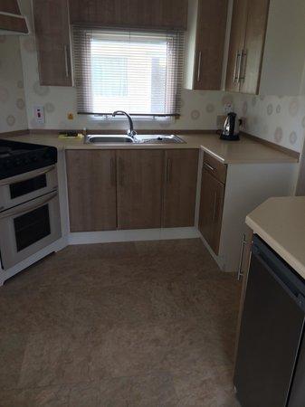 Hoburne Devon Bay: Kitchen