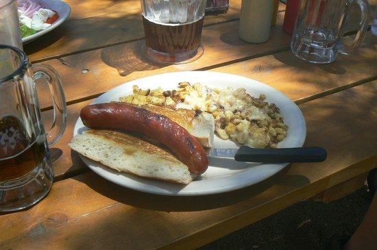 Lynx Lake Store Cafe: Bratwurst with Spatzel...delicious!