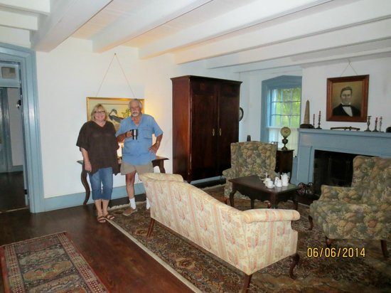 Mouton Plantation Bed & Breakfast: Mr. Voohries showing us their formal living room