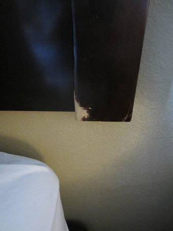 Comfort Suites - Georgetown: Headboard