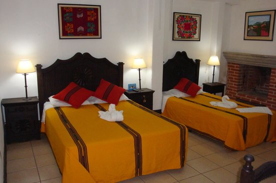 Hotel Las Camelias Inn: most rooms have a fireplace