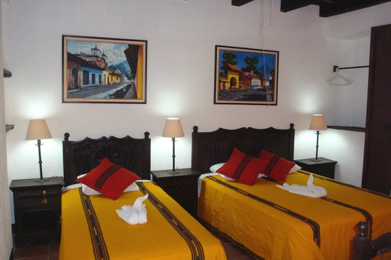 Hotel Las Camelias Inn : all rooms have private bath, LED TV with cable & a writing desk