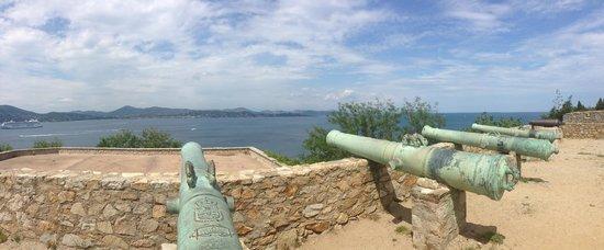 Citadelle de Saint-Tropez - Musee d'histoire maritime: Panoramic view to the harbour