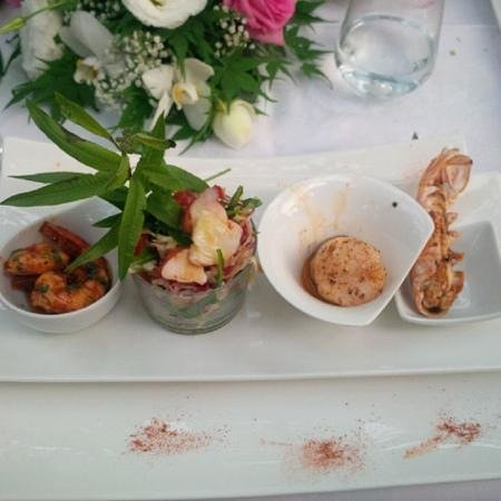 Salice Blu: seafood medley: shrimp, lobster, scallops, prawns