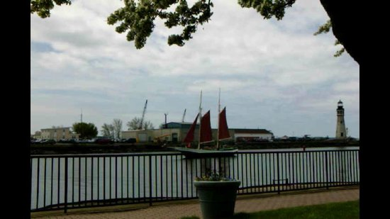 Erie Basin Marina : Red Sails Sailboat