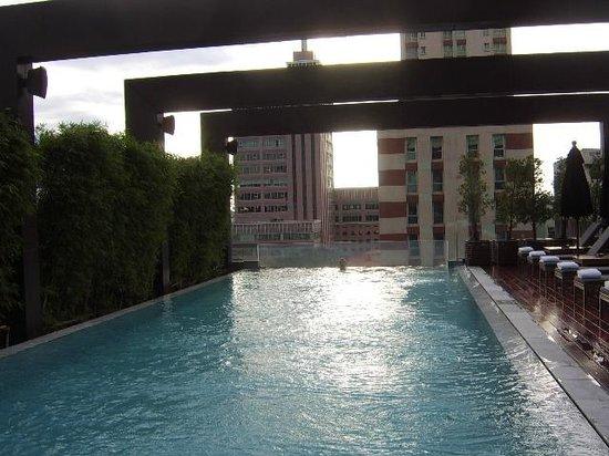 VIE Hotel Bangkok, MGallery by Sofitel: piscina