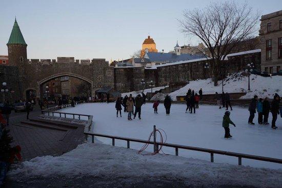 Old Quebec: Rink