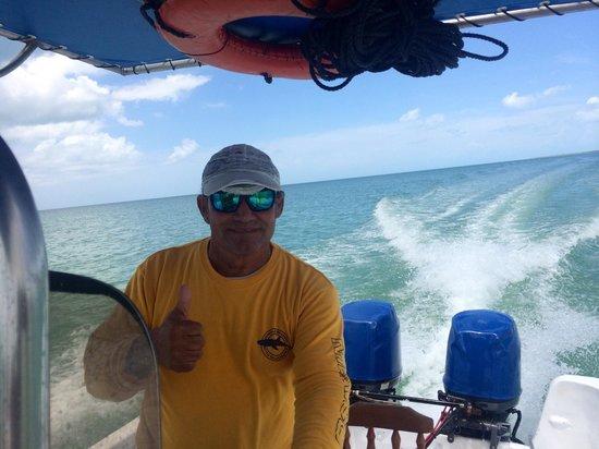 Underwater expeditions -  Tour Tiburon Ballena: Capitán Aquiles(Brother's tour), respetado, admirado y muy amable personaje de la isla