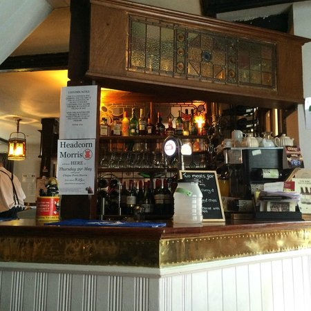 The White Horse: A view of the bar, White Horse, Chilham