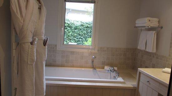 Les Manoirs de Tourgéville: Bathroom