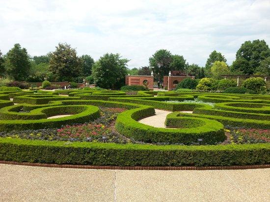 Missouri Botanical Garden : place of serenity...lovely landscaping.