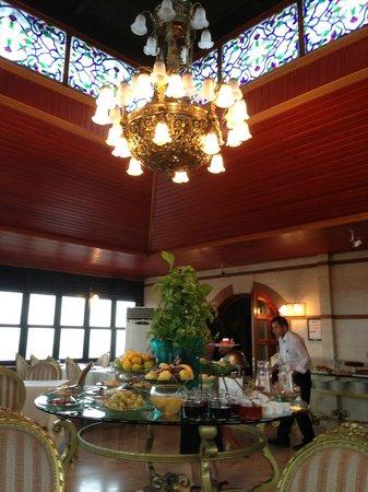Hotel Valide Sultan Konagi: Breakfast room on the top level