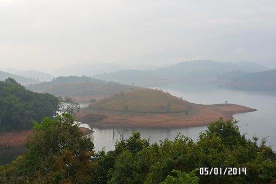 Banasura Island Retreat : view in the early morning