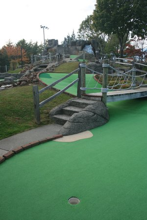 Pirate's Cove Miniature Golf: Well maintained course