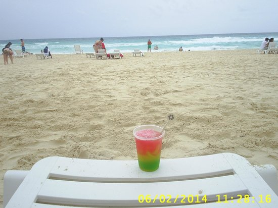 Grand Oasis Cancun: BEBIDA ¨¨RIVIERA MAYA¨¨ ESPECIAL ,Y FRENTE AL MAR QUE MEJOR
