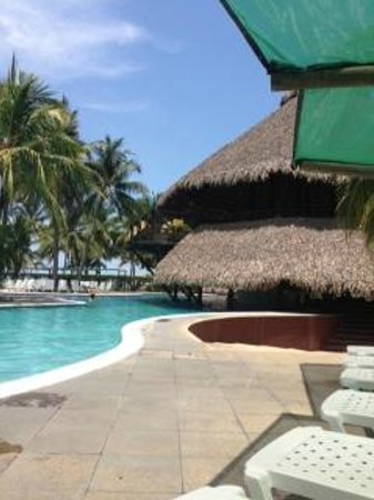 Hotel Soleil Pacifico: Pool, it has a glass wall that needs removed to be a swimup bar