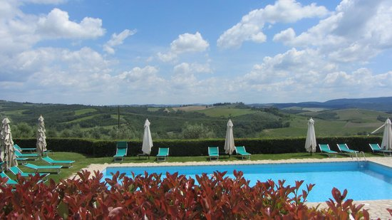 Borgo il Melone: A refreshing pool to relax at before or after a day of touring.