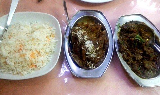 Taj Tenerife Indian Restaurant: Cordero al estilo hindú, arroz y papas con salsa de frutos secos