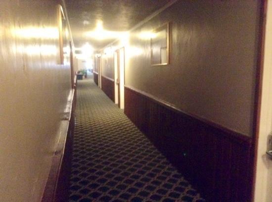 White Buffalo Hotel: corridor