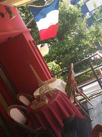 Bistrot Cafe de Paris : 風が気持ちいい~テラス席。 午後のティータイムはカフェドパリで。