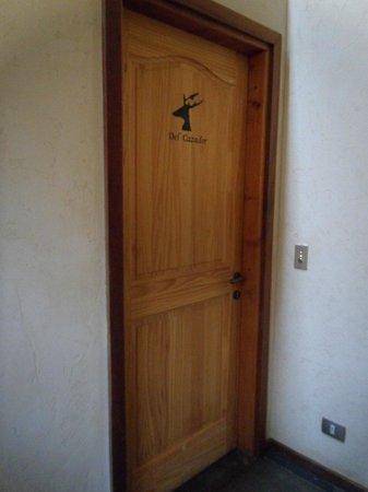 Hotel and Cabanas Monte Verde: Porta do quarto temático
