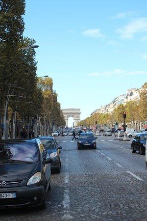 Champs-Elysees: visão do arco