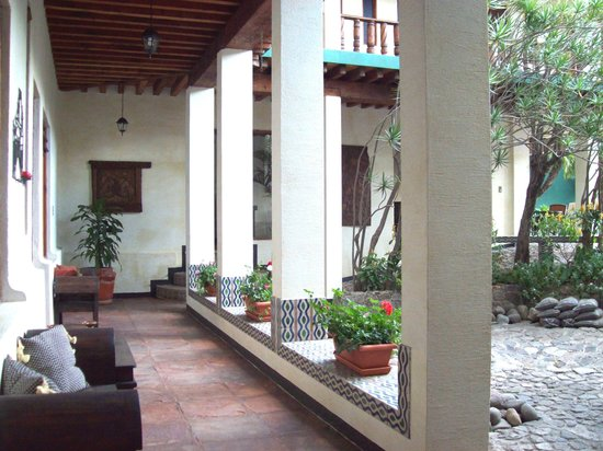 Hotel Casa del Parque: large open corridors to enjoy year round spring weather