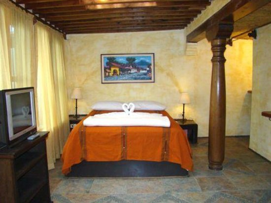 Hotel Casa del Parque : cozy rooms with 1 king bed