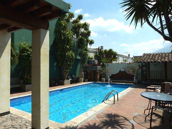 Hotel Casa del Parque : heated swimming pool
