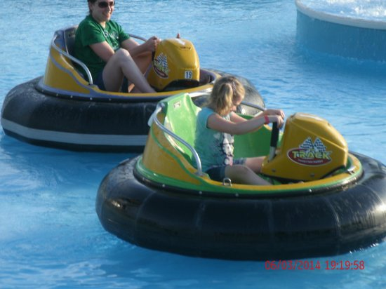 The Track Family Fun Parks : Mom & Daughter battleing it out on the Bumper Boats.