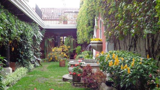 Hotel Meson del Valle: nice big garden