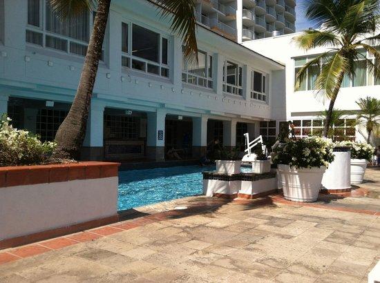 The Condado Plaza Hilton: Quiet pool on second building
