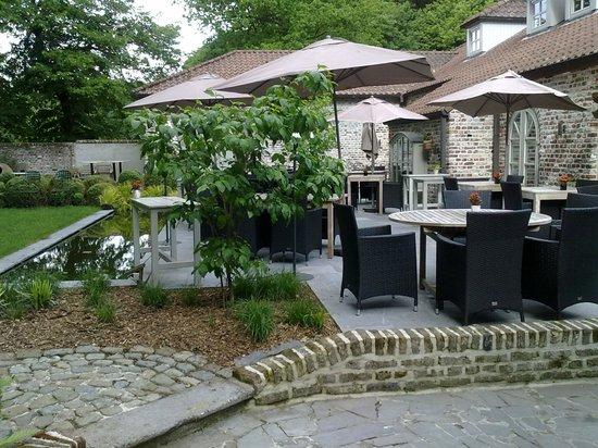 Hostellerie La Feuille d'Or : Terrase avec possibilité de manger