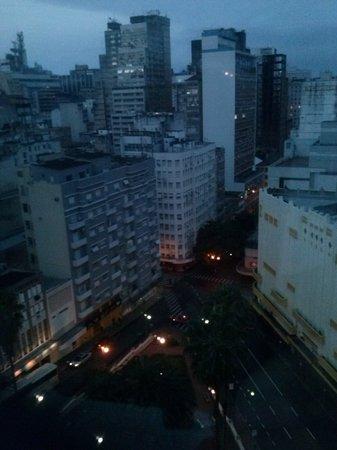 Plaza Porto Alegre Hotel : vista do apartamento 1003- porto alegre amanhecendo