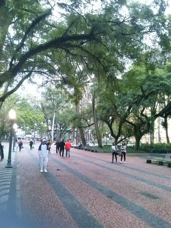 Plaza Porto Alegre Hotel : imponente praça pertinho do hotel