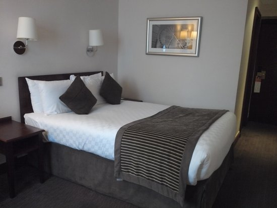 The Royal Angus Hotel : Comfy bed