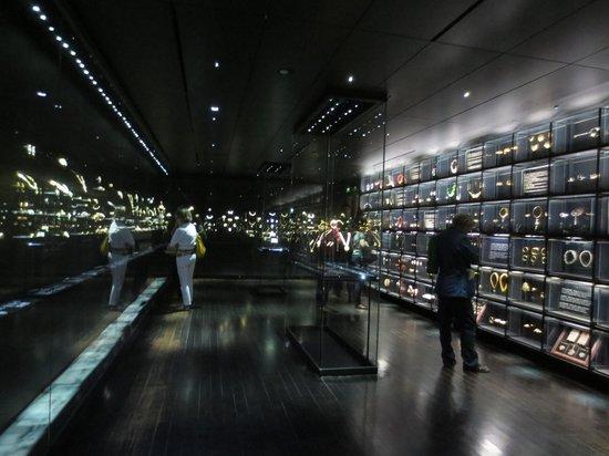 Incredible jewelry display room picture of musee des arts decoratifs paris tripadvisor - Musee des arts decoratifs metro ...