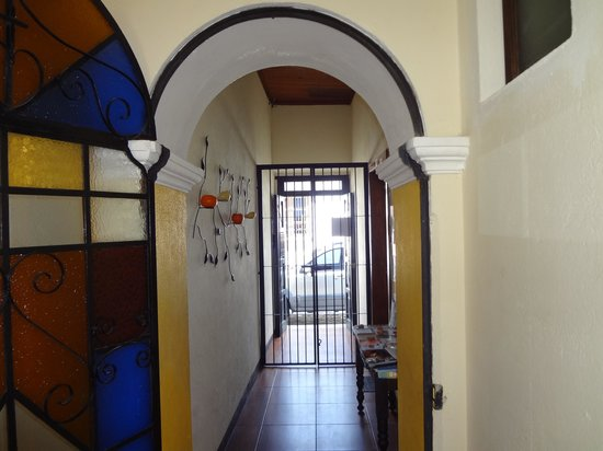 Hostal Antigua: small but nice street entrance