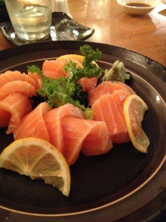 NADA Sushi Restaurant INC : sashimi de salmão
