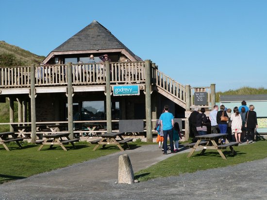 Godrevy Cafe: Family & friends arrive for our evening buffet at Godrevy Beach Cafe