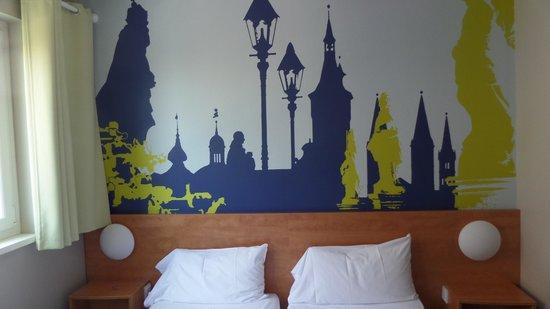 B&B Hotel Wuerzburg: habitación